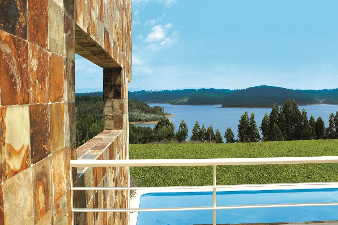 Villa V4 - Piscina com Vista para a Barragem