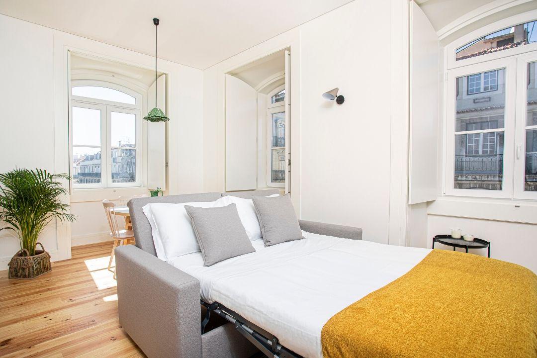 Sala de Estar com Sofá Cama aberto - Apartamento T1